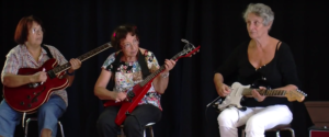 Les Mamies Guitares: Seven senior non-musicians on stage!